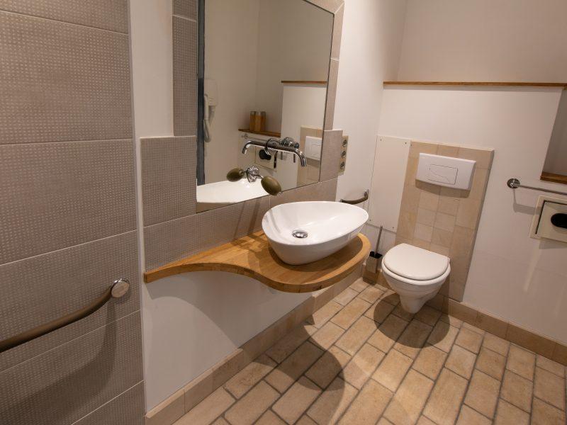Salle d'eau- WC chambre Osmose au rez de chaussée - Adapté PMR