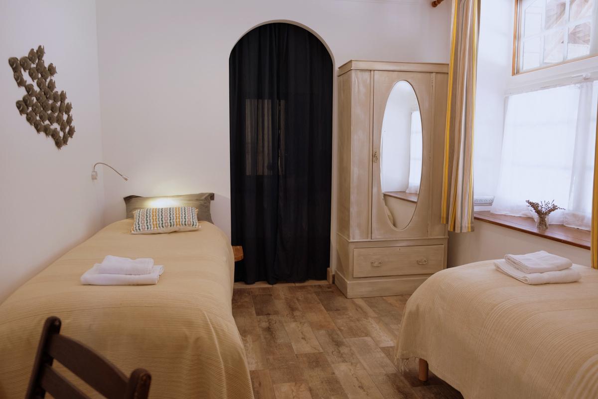 Chambre Osmose adapté PMR avec salle d'eau WC rez de chaussée
